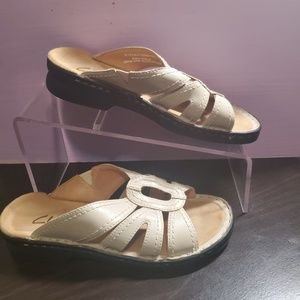 Clark's strappy slide on sandals nude leather sz 5